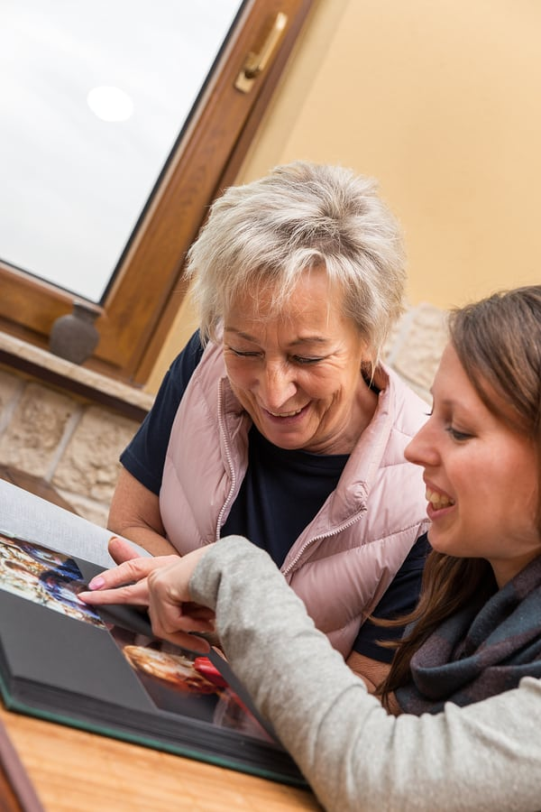 Elderly Care in Lake Forest IL: Using Pictures to Help Dementia Patients